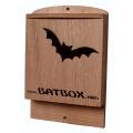 BatBox di nostra produzione, in multistrato di Okumè per uso esterno, ultraresistente. Particolarmente adatta per essere installata sulla parete degli edifici.